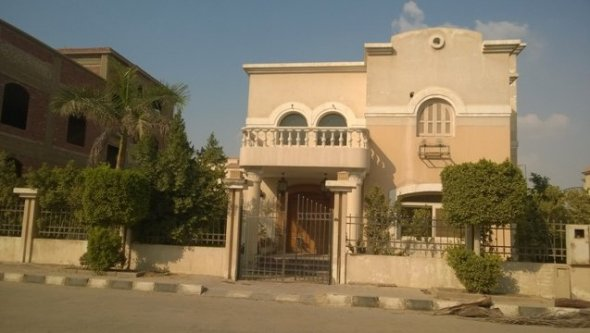 villa for rent in 6 October City inside compound, Cairo