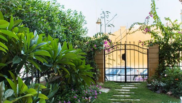 villa for rent in Sheikh Zayed Royal Meadows park