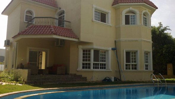 villa for rent with swimming pool in Sheikh Zayed
