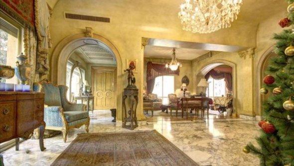 Exquisite Villa in Almaza