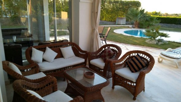 4 bed rooms villa